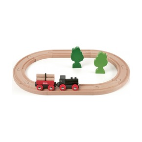 Деревянная железная дорога с грузовым поездом